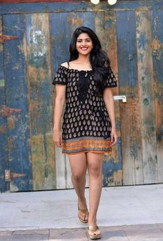 Megha akash cute and hot Tollywood south Indian actress unseen latest very beautiful and sexy images of her body curve navel show pics with . Beautiful Indian Actress, Beautiful Actresses, Mini Frock, Megha Akash, Beautiful Girl Photo, Beautiful Women, Beautiful Heroine, Beauty Full Girl, Beauty Girls