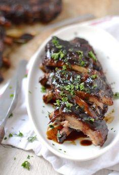 Dit recept MOET je echt proberen: BBQ spareribs uit de slowcooker. Heerlijke, malse spareribs met zelfgemaakte BBQ saus.