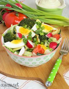 Sałatka, jajko, brokuły, cukinia, awokado, rzodkiewka   Kliknij i zobacz jak w prosty sposób możesz rozpocząć zdrowe odżywianie jeszcze dzisiaj - bez nudnego i niesmacznego jedzenia!