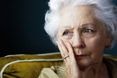 Sundowning is when seniors with Alzheimer's or dementia get confused, anxious, agitated. Find out why it happens & get 7 ways to reduce sundowning symptoms. Signs Of Dementia, Dementia Care, Early Dementia, Dementia Symptoms, Alzheimer's And Dementia, Sixty And Me, Behavior Change, Elderly Care, Personal Hygiene