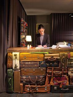 Suitcase check-in counter.   Keltainen talo rannalla: Sisustusideoita tiistaille