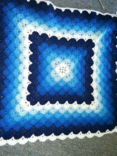 Crochet For Children: Beautiful shells blanket - Free Pattern. Reminds me of the Bavarian Crochet blanket Crochet For Beginners Blanket, Baby Blanket Crochet, Crochet Baby, Free Crochet, Crochet Blankets, Baby Blankets, Quick Crochet, Blanket Yarn, Crochet Shell Stitch