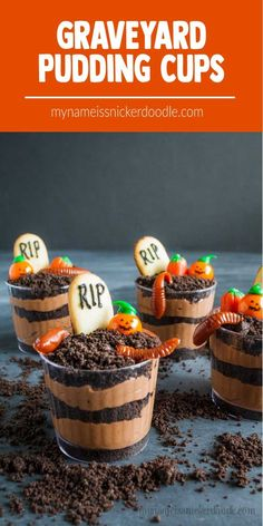 Graveyard Pudding Cups are individual servings of a classic Halloween dessert. Pudding and crushed cookies make a little graveyard setting with candy pumpkins and gummy worms. desserts dirt and worms Graveyard Pudding Cookie Cups Halloween Desserts, Halloween Fingerfood, Hallowen Food, Postres Halloween, Halloween Party Snacks, Halloween Chocolate, Halloween Cookies, Halloween Graveyard, Hallowen Treats