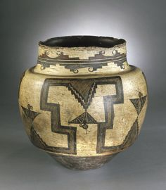 Water Jar - Culture: She-we-na (Zuni Pueblo), Native American. Dates: The age and patina on this ceramic is awesome. Native American Baskets, Native American Pottery, Native American Artifacts, Native American History, Southwest Pottery, Southwest Art, Navajo, Vases, Pots
