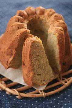 バナナブレッド  粉の40gほどをオルジュモンデ; 40g大豆粉 ベーキングパウダーと重曹は絶対入れて。コンベンションで時間通り。 かる混ぜ重視