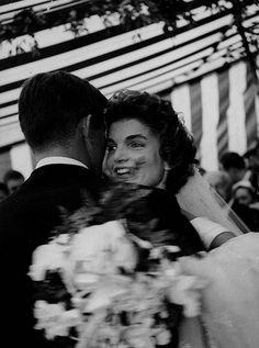 The Wedding of John F. Kennedy and Jacqueline Bouvier, September 1953 by Lisa Larsen Jacqueline Kennedy Onassis, John Kennedy, Jackie Kennedy Wedding, Estilo Jackie Kennedy, Jaqueline Kennedy, Ted Kennedy, Caroline Kennedy, Familia Kennedy, John Junior