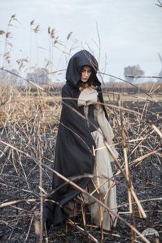 Шерстяной плащ с капюшоном: спецвыпуск для Хеллоуина