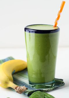 22 Easy and Healthy Fat Burning Smoothies- Spinach Banana Protein Smoothie The best way to weight loss in Recommends Gwen Stefani - Look here! Banana Protein Smoothie, High Protein Smoothies, Protein Smoothie Recipes, Juice Smoothie, Smoothie Drinks, Protein Shakes, Smoothie Ingredients, Detox Drinks, Healthy Drinks