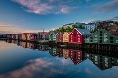 Trondheim ist die drittgrößte Stadt Norwegens. Die Anreise ist einfach und die Stadt ein idealer Ausgangspunkt für die Erkundung der Region.