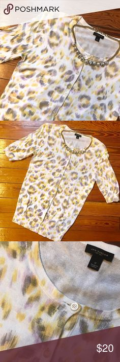 """Ann Taylor Floral Cardigan Amazing floral cardigan from Ann Taylor in great condition. It's a little extra long for a cardigan L-25"""" Don't like the price, Make me an offer 💸 you don't know if you don't ask... I do bundle offers 🎉 Fast same or next day shipping 📦💨 Ann Taylor Sweaters Cardigans"""