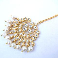 Bridal Maang Tikka for Girls Tika Jewelry, Head Jewelry, Indian Jewelry, Indian Earrings, Bridal Necklace Set, Bridal Jewelry Sets, Wedding Jewellery Designs, Jewelry Design, Stylish Jewelry