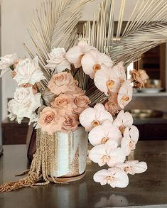 Wedding Centerpieces, Wedding Table, Wedding Bouquets, Wedding Decorations, Floral Wedding, Wedding Flowers, Modern Flower Arrangements, Deco Floral, Flower Decorations