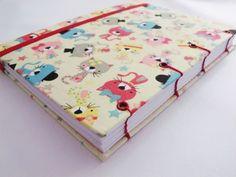 Agenda com capa em tecido laminado com tema gatinhos.