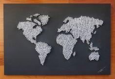 Mapa del mundo. Madera lacada en color gris oscuro. Hilo blanco. Medidas: 40x60 cm. €29.99