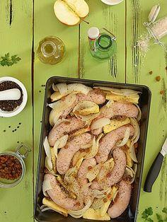 Biała kiełbasa pieczona z jabłkami i cebulą i cydrem Sausage, Food And Drink, Meat, Kiel, Sausages, Chinese Sausage