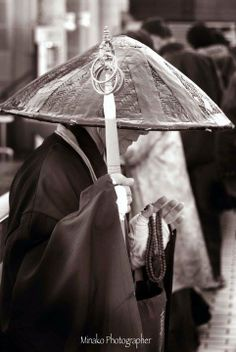 Japanese street monk: photo by Minako Tasaki