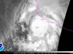 Sequência de imagens mostra a movimentação do furacão Patricia nesta sexta-feira (23) (Foto: NOAA)