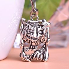Anti Silver Plated Tiger Punk Men Jewelry Animal Necklaces Pendants & Colares Bijuterias Anime Kawail Pendant Perfumes For Women Fast Fashion, Trendy Fashion, Woman Fashion, Fashion Accessories, Fashion Jewelry, Women Jewelry, Beautiful Gifts, Beautiful Outfits, All About Fashion