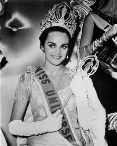 Miss Universo 1964 de Grecia ......... Corinna Tsopei, 21 años