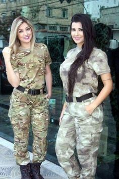 Sexy buns and big guns for your Military Monday Photos) Idf Women, Military Women, Military Girl, Girls Uniforms, Female Soldier, Warrior Girl, Lady, Police, Models