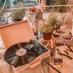 Dreamy spaces only at ✨✨ Vinyl Record Player, Record Players, Vinyl Records, Peach Aesthetic, Aesthetic Vintage, Rum, Urban Outfitters Home, Indie Room, Vintage Soul