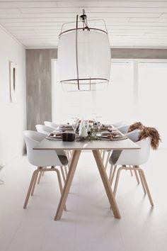 Nuestra silla nórdica es perfecta para el #comedor 🍴 por su elegancia, su resistencia y por su color que combina a la perfección con cualquier mueble de madera 💫 No lo dudes más y entra en nuestra web para conseguirlas a precio rebajado!!