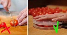 So ist es richtig: Lege ein paar Tomaten auf einen Plastikdeckel, lege dann einen weiteren Plastikdeckel noch oben drauf, halte den Deckel gut fest und schneide einfach alle Tomaten in der Mitte durch.