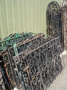 voor traphek op de overloop. bij Burbri oude bouwmaterialen in Aalsmeer