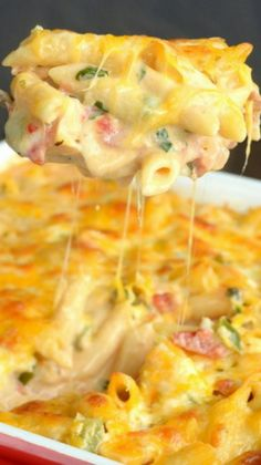 CONVERT TO GF--by using gf noodles, bacon, ranch etc. Chicken Bacon Ranch Pasta Bake - a delicious and cheesy pasta bake that will satisfy everyone at the dinner table I Love Food, Good Food, Yummy Food, Tasty, Chicken Bacon Ranch Pasta, Baked Chicken, Cheesy Chicken, Chicken Recipes, Recipe Chicken
