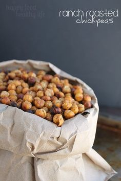Ranch Roasted Chickpeas - Looking for a healthy alternative to your potato chip habit? These roasted chickpeas are the perfect solution and are so addictive! Sub homemade ranch spice mix for packet Easy High Protein Meals, High Protein Recipes, Healthy Recipes, Chickpea Recipes, Chickpea Snacks, Tapas, Good Food, Yummy Food, Delicious Snacks