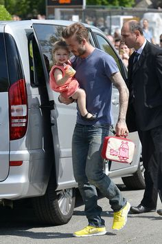 Harper Beckham's lunchbox is so last season, and so is... - http://www.jfashion.co.uk/jfashion/blog/funny-stories/harper-beckham%e2%80%99s-lunchbox-is-so-last-season-and-so-is/