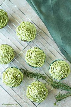 Delicious Matcha Cupcakes with Green Tea Cream Cheese Frosting by http://ilonaspassion.com /ilonaspassion/
