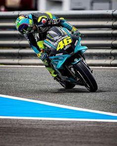 Italian Pronunciation, Valentino Rossi 46, Motorcycle Racers, Vr46, World Championship, Motogp, Le Mans, Golf Bags, Grand Prix