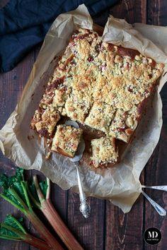 Proste i szybkie w przygotowaniu Ciasto z rabarbarem i kruszonką. Przepyszne, proste i szybkie Ciasto z rabarbarem i kruszonką, które zrobicie bez użycia miksera.  #mojadelicja #ciasto #rabarbar #ciastozrabarbarem #rhubarb #cake #delicious #yummy #dessert #dessertrecipes #summer #spring #food #foodgasm #foodphotography #feed #baking