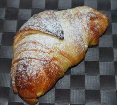 Se volete provare a realizzare dei croissant veloci, provate la mia ricetta con il metodo delle sfogliette!