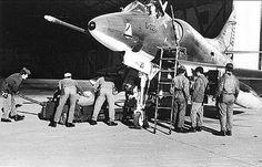 Armado de Bombas en el C -221 uno de los pilotos que uso ese Avion fue el NUMERAL DE HIERRO el ....Tnte Rinke !!!!!