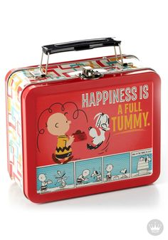 If your kiddos love Charlie Brown, Snoopy, and the rest of the Peanuts gang (and let's be serious, who doesn't?), then this comic strip lunchbox is a great addition to their back-to-school must-have list!