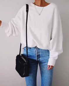 Casual outfit with crew neck white sweater and chic mom jeans. Great idea for inspired yet easy weekend outfit Mode Outfits, Fall Outfits, Casual Outfits, Fashion Outfits, Classy Outfits, Look Fashion, Winter Fashion, Womens Fashion, 80s Fashion