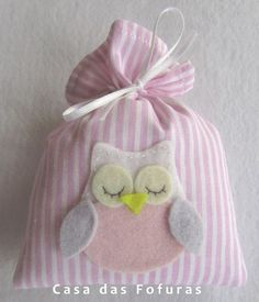 Sachê Corujinha, em tecido estampado com aplique em feltro. Ideal para ser usado como lembrancinha de maternidade ou aniversário.: