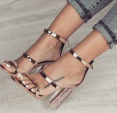 Casual Summer Shoes – Must Have Footwear Collection. The Best of high heels in Casual Sommerschuhe – Must Have Schuhkollektion. Das Beste aus High Heels im Jahr Heeled Boots, Shoe Boots, Shoes Heels, Dress Shoes, Sexy Heels, Strappy Heels, Shoes Sneakers, Cute Shoes, Me Too Shoes