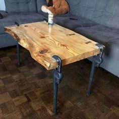 43 Brilliant Furniture Design Ideas With Wood Pallets cool 43 Brillante Möbeldesign-Ideen mit Holzpaletten Industrial Design Furniture, Rustic Furniture, Vintage Furniture, Diy Furniture, Furniture Design, Furniture Stores, Furniture Websites, Furniture Dolly, Inexpensive Furniture