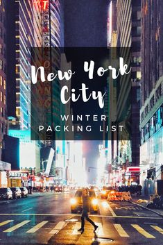 Trying to plan out what to pack for New York City in winter? I have gone to NYC in winter the past 3 years in a row and have had to figure out exactly what to put on a winter packing list and what to wear in winter in New York City. New York Winter Outfit, Winter Travel Outfit, Winter Packing, Packing List For Travel, Packing Tips, New York In Winter, New York Winter Fashion, Outfit Winter, Travel Tips