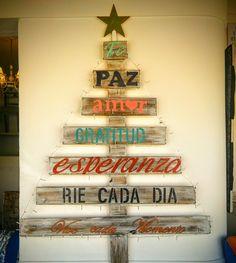 Arbolito de navidad hecho con madera. Ideas Para, Neon Signs, Holiday Decor, Home Decor, Craft Ideas, Wooden Tree, Blue Prints, Hipster Stuff, Manualidades