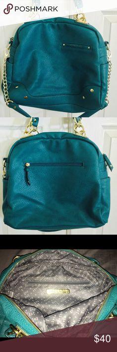 PERFECT CONDITION!! Olivia + Joy turquoise handbag Olivia + joy beautiful turquoise color handbag with gold hardware in perfect condition Olivia + Joy Bags Shoulder Bags