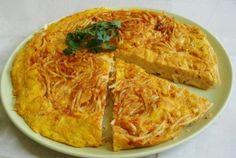 Ομελέτα μακαρονιών Macaroni And Cheese, Spaghetti, Curry, Eggs, Ethnic Recipes, Food, Mac And Cheese, Curries, Egg