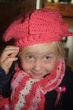 Baret-muts+leuke sjaal voor Rebecca.
