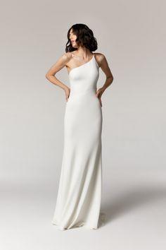 #annakarabride #minimalismbride #modernbride #wedding #annakara2021 Minimalist Gown, Minimalist Wedding Dresses, Wedding Bridesmaid Dresses, Bridal Dresses, Wedding Gowns, Dream Dress, One Shoulder Wedding Dress, Off Shoulder Gown Bridesmaid, Bridal Style