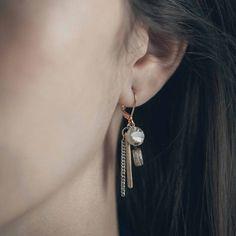 NOTOS || Artisan earrings, handmade in Canada by Anne-Marie Chagnon (2017) || Boucles d'oreilles faites à la main à Montréal, par l'artiste bijoutière Anne-Marie Chagnon