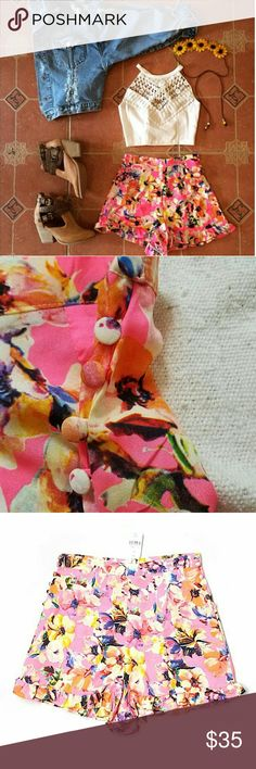 """NWT LF XS S High Waisted Neon Pink Floral Shorts Brand new with tags. High-waisted pink floral shorts. Ruffle hem. Neon hot pink color (pics 1-4 show color best). Concealed back zipper. Decorative side button detail. 50% Cotton/50% Polyester. Retailed for $124 at LF. By Mika & Gala. 2.5"""" inseam, 14"""" outseam.  Sz 8 & 10 Aus =  US XS & S (sizing converted in buying options). See comment for measurement specifics.  Please check out my closet for more NWT LF items to bundle with discount and…"""