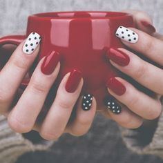 Dazzling Nailart Ideas You Should Gift Your Nails. Like every beautiful part of your body, your nails also deserve your care. So it is time to choose the most brilliant colors to decorate them. Let everyone fall in love with your nailart ideas. Dot Nail Art, Polka Dot Nails, Polka Dots, Love Nails, Pretty Nails, Pin Up Nails, Gorgeous Nails, Nagel Hacks, Nagellack Design